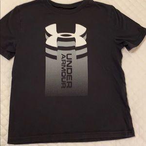 Underarnour Black Youth Tshirt small vg condition